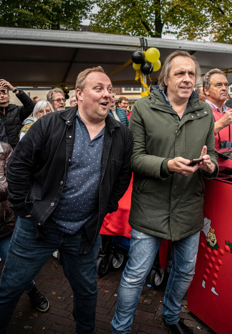 Roelof de Vries en Marcel van Roosmalen verwaardigen Tiel met een bezoek. Beeld Koen Verheijden