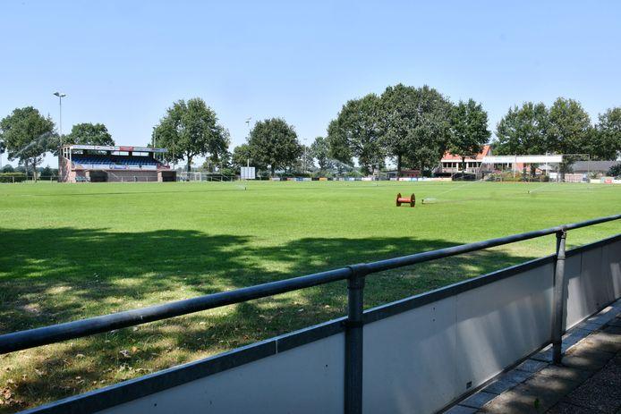Het sportpark van Daarle. Wie traint komend seizoen de hoofdmacht van de dorpsclub?