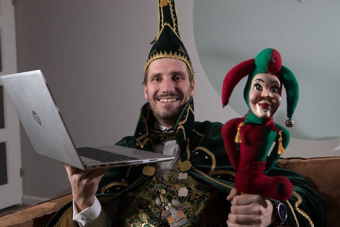 Carnavalsprins Martijn Blankhorst is klaar voor het online carnavalsfeest.