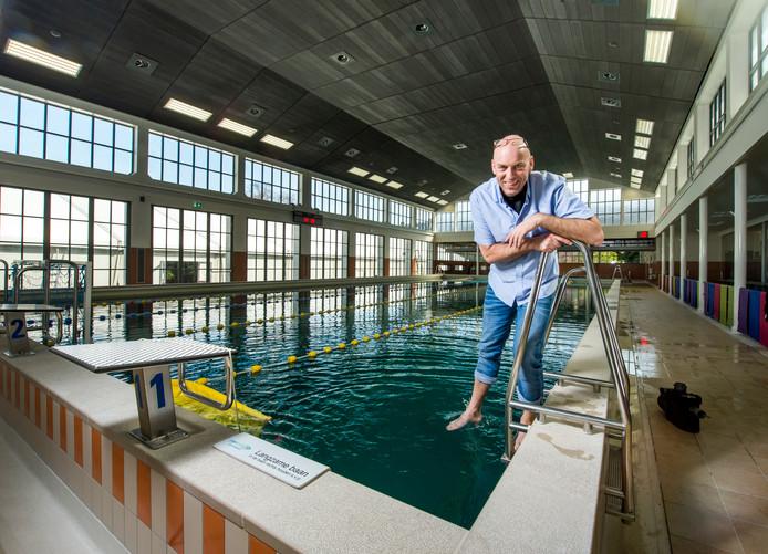 Manager Jan Pott in het Van Maanenbad.