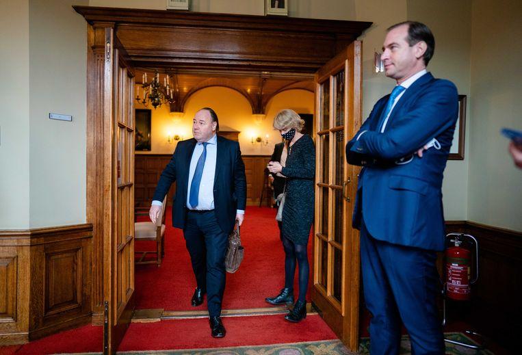 Oud-FvD'ers Henk Otten (L) en Jeroen de Vries reageren op het aangekondigde vertrek van lijsttrekker en partijvoorzitter van Forum voor Democratie, Thierry Baudet. Beeld ANP