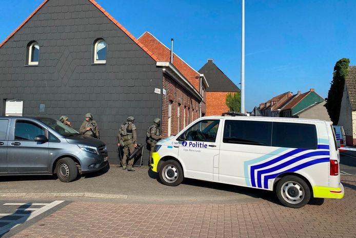 Eenheden van de gespecialiseerde politiedienst DSU slaagden er uiteindelijk in de man die zich verschanste in de Steenstraat in Lede te overmeesteren.