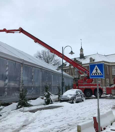 'Geen gevaar door sneeuw op tentdak schaatsbaan Veghel'