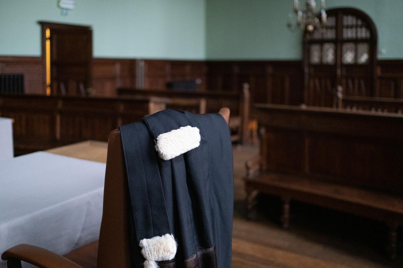 De toga van een advocaat op de correctionele zitting van de rechtbank in Mechelen.
