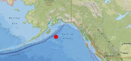Tsunami-alarm na zware aardbeving voor kust Alaska
