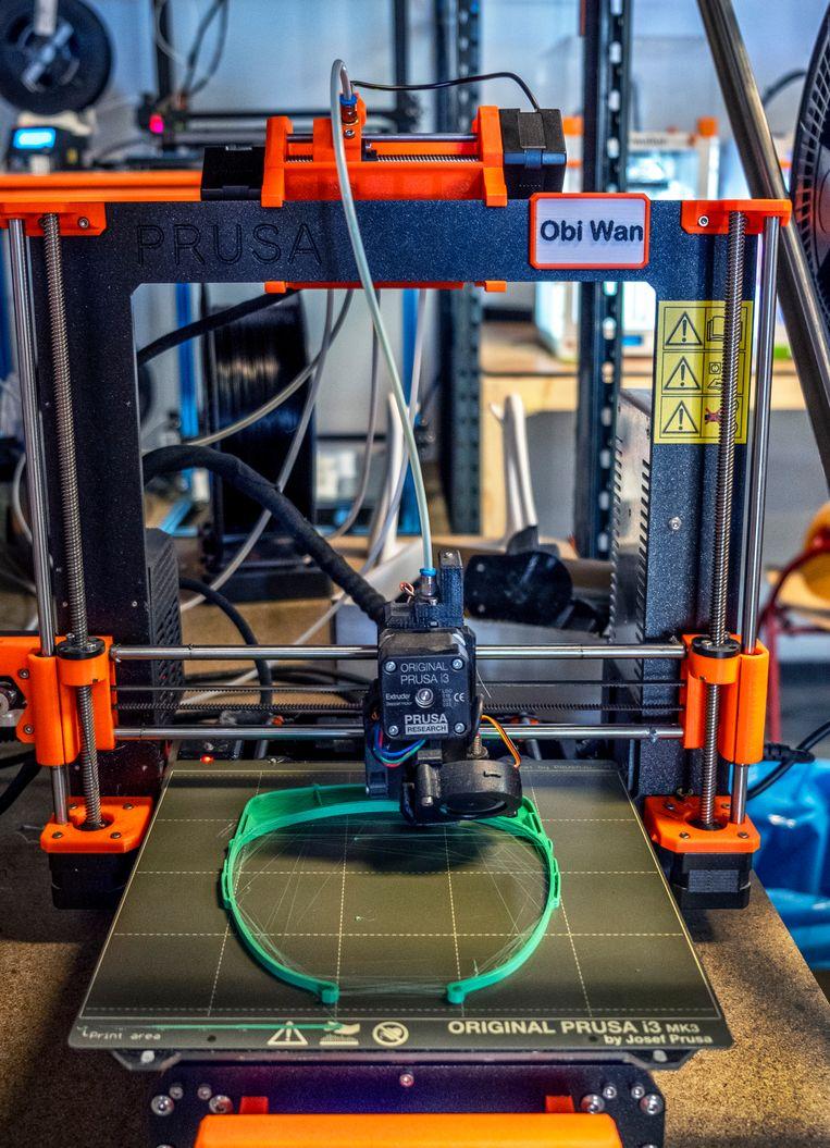 Het montuur van een spatmasker van Schone Bakkes, geprint bij MTB3D in Delft. Beeld null