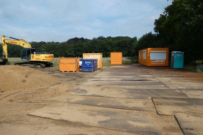De bouwketen op Landgoed Beukenhorst voor het maken van de regionale waterkering.