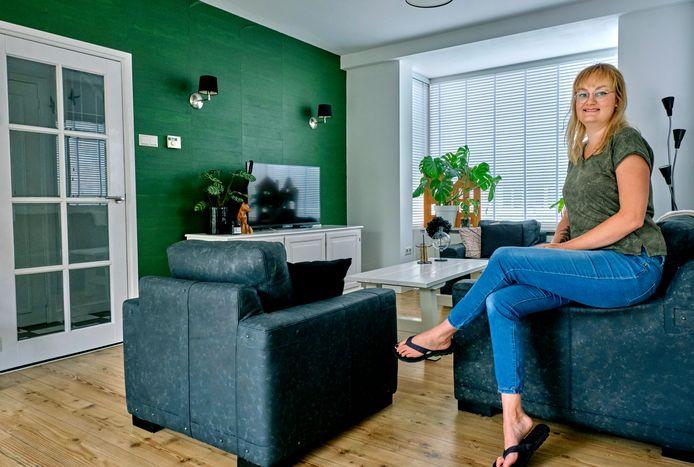 Kelly in haar huiskamer.