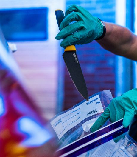 Jongeren kunnen anoniem mes inleveren: 'Drop je knife en doe wat met je life'