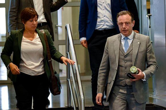 Archiefbeeld van ontmoeting tussen Groen-voorzitster Meyrem Almaci en N-VA-voorzitter Bart De Wever in mei vorig jaar.