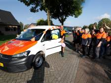 Collega's eren postbode Wim Wassink uit Meddo die met pensioen gaat en toch blijft