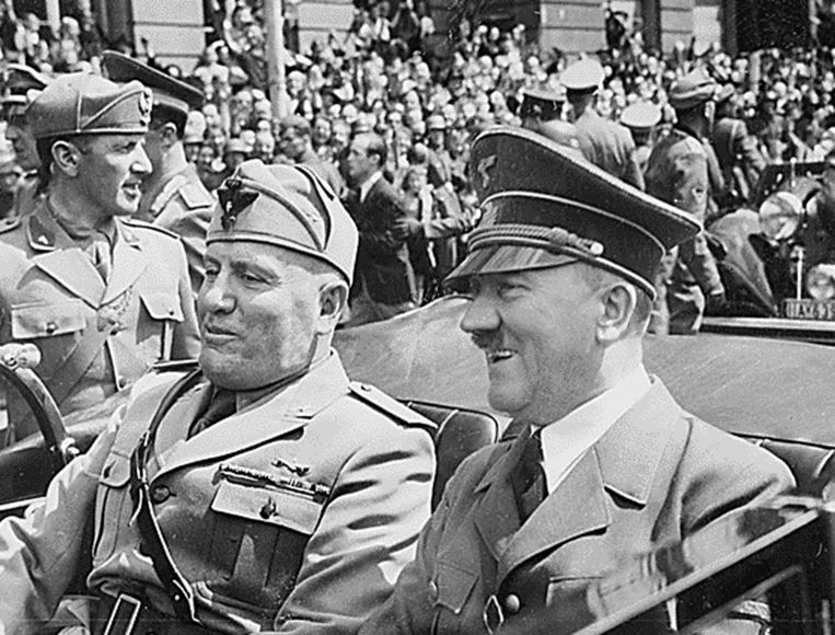 Benito Mussolini en Adolf Hitler in 1940. Beeld afp