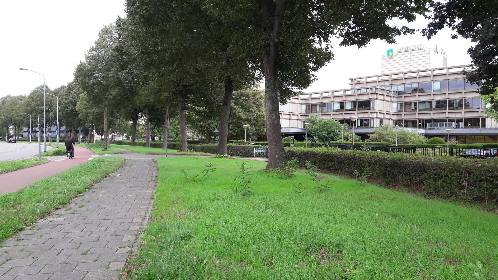Het kantoor van ABN AMRO in de hoek Heerbaan en Kemelstede in Heusdenhout. De bank denkt aan sloop en woningbouw.