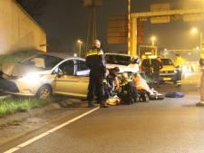 Automobilist verliest macht over het stuur en ramt paal, slachtoffer met spoed naar ziekenhuis