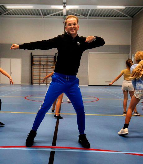 Jesper (19) werd op zijn achtste besmet met het dansvirus en verspreidt het nu in zijn eigen dansschool