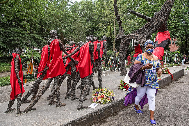 De viering van Keti Koti bij het monument in het Oosterpark in Amsterdam. Beeld Guus Dubbelman / de Volkskrant