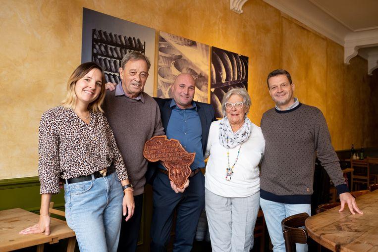 Bij de voorstelling van hun mooie verwezenlijking maandag: Christie Munghen, Mon Janssens, Tom Resseler, Carla Ramaekers en Yves Baes