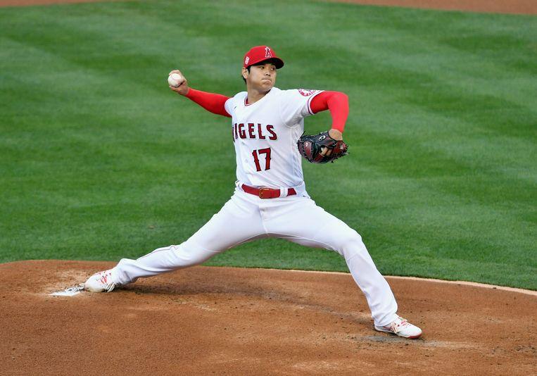 Pitcher Shohei Ohtani van de Los Angeles Angels gooit zijn eerste inning met de nieuwe ballen.  Beeld Getty
