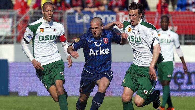 Emir Bajrami (L) van FC Twente in duel met Geert-Arend Roorda van Excelsior. Links Ryan Koolwijk van Excelsior. Foto Beeld anp