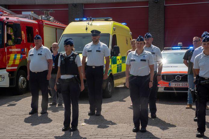 Sirenes en minuut stilte bij politie en brandweer Wetteren.