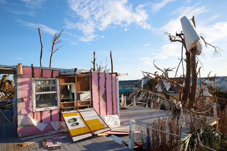 Een verwoest huis op Elbow Cay. Beeld null