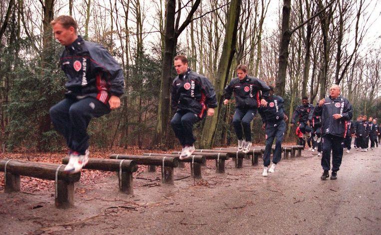 Ook de huidige Ajaxtrainer Frank de Boer onderging de spijkerharde trainingen van Haarms. Beeld anp
