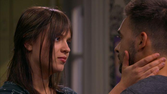 Olivia neemt afscheid van Lowie in 'Thuis'.