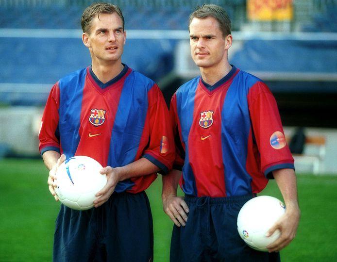 Frank (rechts) en Ronald de Boer bij hun presentatie bij FC Barcelona in 1999.
