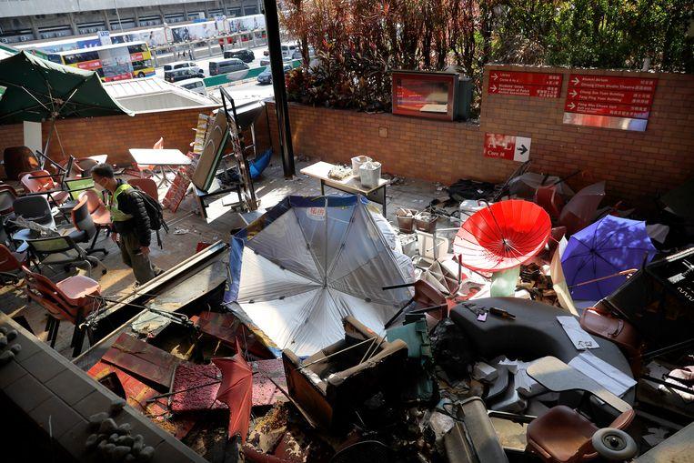 De ontruimde campus van de Polytechnic University in Hongkong vanochtend.  Beeld AP