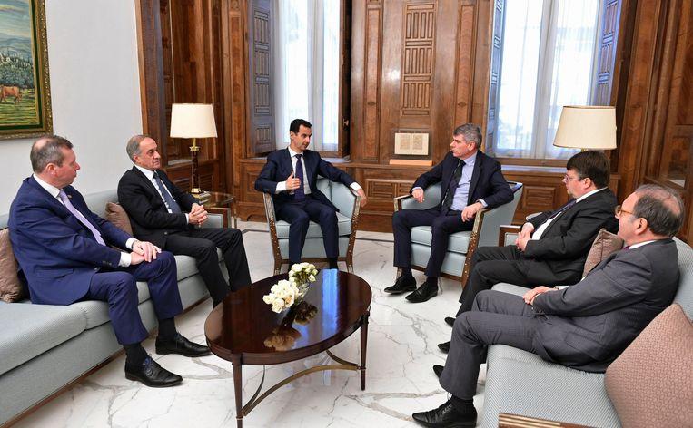 Assad samen met Filip Dewinter. Beeld AFP