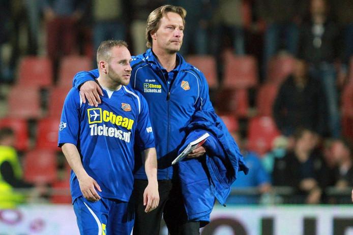 Harald Wapenaar (rechts) in 2013 als assistent-trainer van FC Volendam