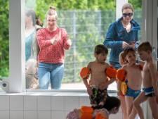 De kinderen in het bad, de ouders achter glas: 'Het ziet er echt heel leuk uit'
