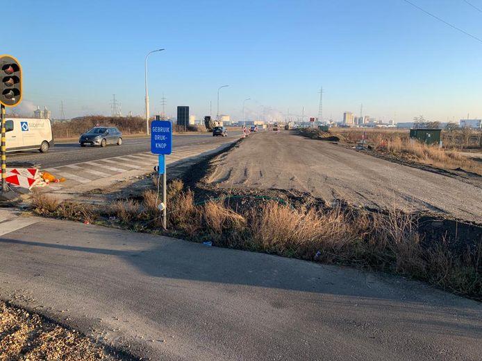 De tijdelijke weg wordt naast de bestaande Canadastraat aangelegd.