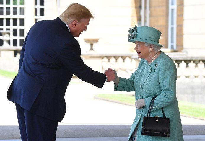 Donald Trump op staatsbezoek bij de Britse koningin Elizabeth.