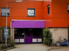 School houdt kinderen binnen na ontsnapping 'levensgevaarlijke' patiënt