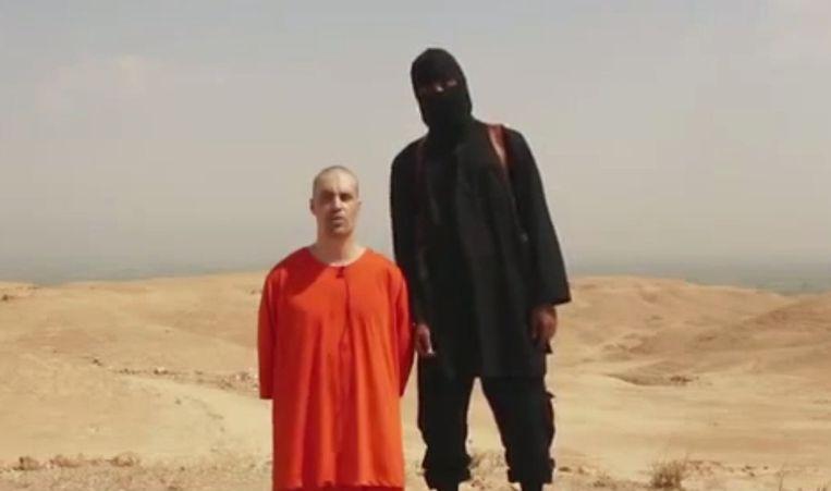Wijlen James Foley met zijn moordenaar 'Jihadi John'. Ook Jihadi John zou intussen met aan zekerheid grenzende waarschijnlijkheid dood zijn.