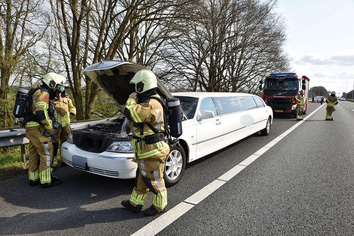 Limousine met pech op A65 bij Berkel-Enschot.