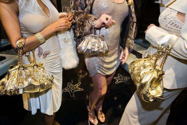 Bij de besloten opening van een Versace-winkel in Beverly Hills in 2007. Beeld Lauren Greenfield