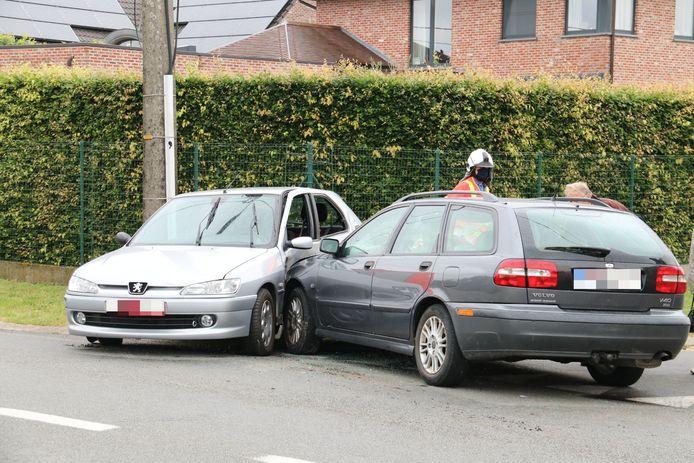 De schade aan de Peugeot is groot.