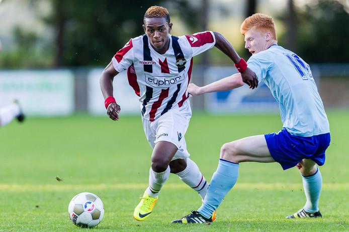 Virgil Misidjan in het shirt van Willem II bij het oefenduel met Coventry City. RKC verdient aan de transfer van de Goirlenaar van Ludogorets naar 1 FC Nurnberg. Hij maakte deel uit van de gezamenlijke opleiding van RKC en Willem II.