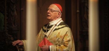 Ring, staf en mijters van kardinaal Simonis naar Museum Catharijneconvent