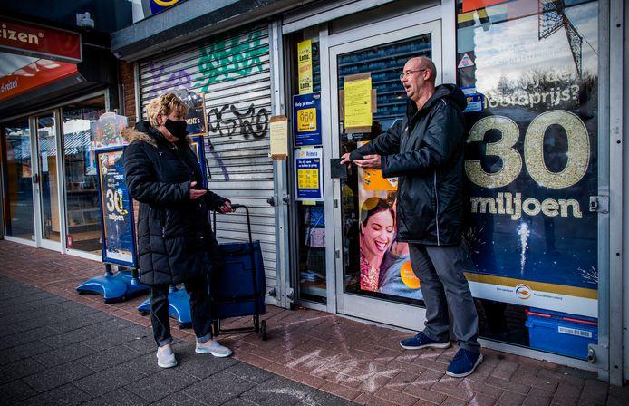 Op sommige plekken, zoals hier in de Rotterdamse wijk Ommoord, is de Primera al gesloten.