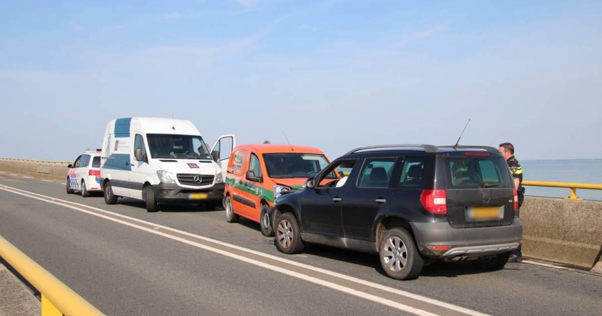 Zeelandbrug gestremd door ongeval bij Colijnsplaat.