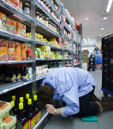 Onbetaald overwerken in de supermarkt frustreert jongeren: 'Ik werd opgesloten in het kantoor'