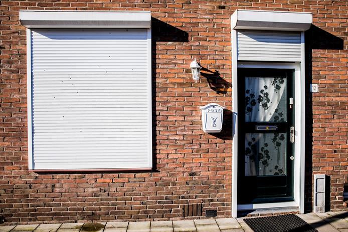 Vorige week werd de woning aan de Beatrixstraat beschoten, met kogelgaten in gevel, ramen en rolluik als gevolg. Vandaag werd een handgranaat voor de deur gelegd.