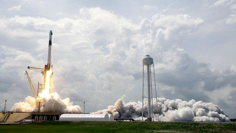 De lancering van de SpaceX Falcon 9-raket gisteren.  Beeld AP