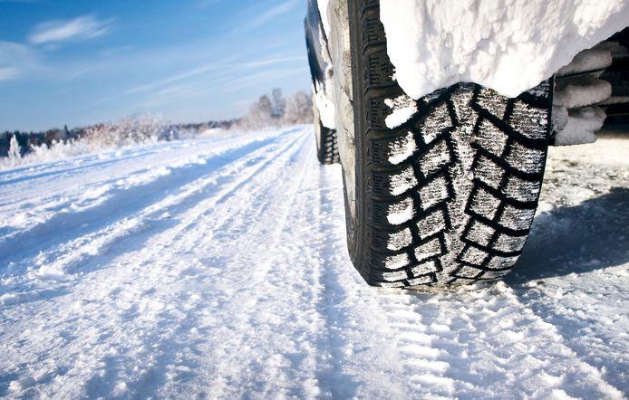Bij sneeuw en ijs zijn winterbanden verplicht in Duitsland.