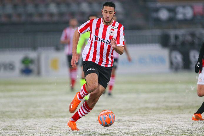 Reda Kharchouch in het duel met PSV.