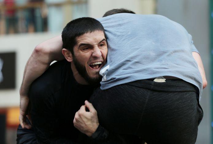 Khabib in Abu Dhabi tijdens een sparringkamp die 'open' was voor het grote publiek.