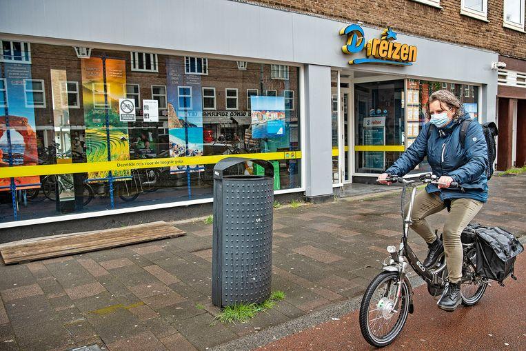 Winkel van D-reizen in de Rijnstraat in Amsterdam. Beeld Guus Dubbelman / de Volkskrant